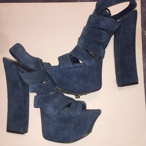 💥Gently Used Jessica Simpson Suede strap heels